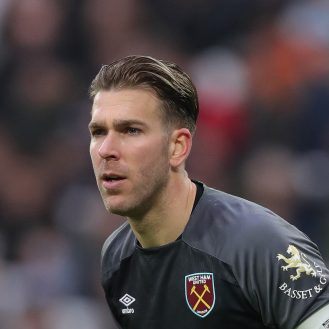 LONDON, ENGLAND - JANUARY 05: Adrian of West Ham United during the FA Cup Third Round match between West Ham United and Birmingham City at The London Stadium on January 05, 2019 in London, United Kingdom. (Photo by Alex Morton/Getty Images)